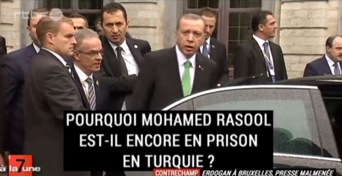 Recep Tayyip Erdogan «flingant» une journaliste du regard. Oulà ! Il se fait même peur lui-même !
